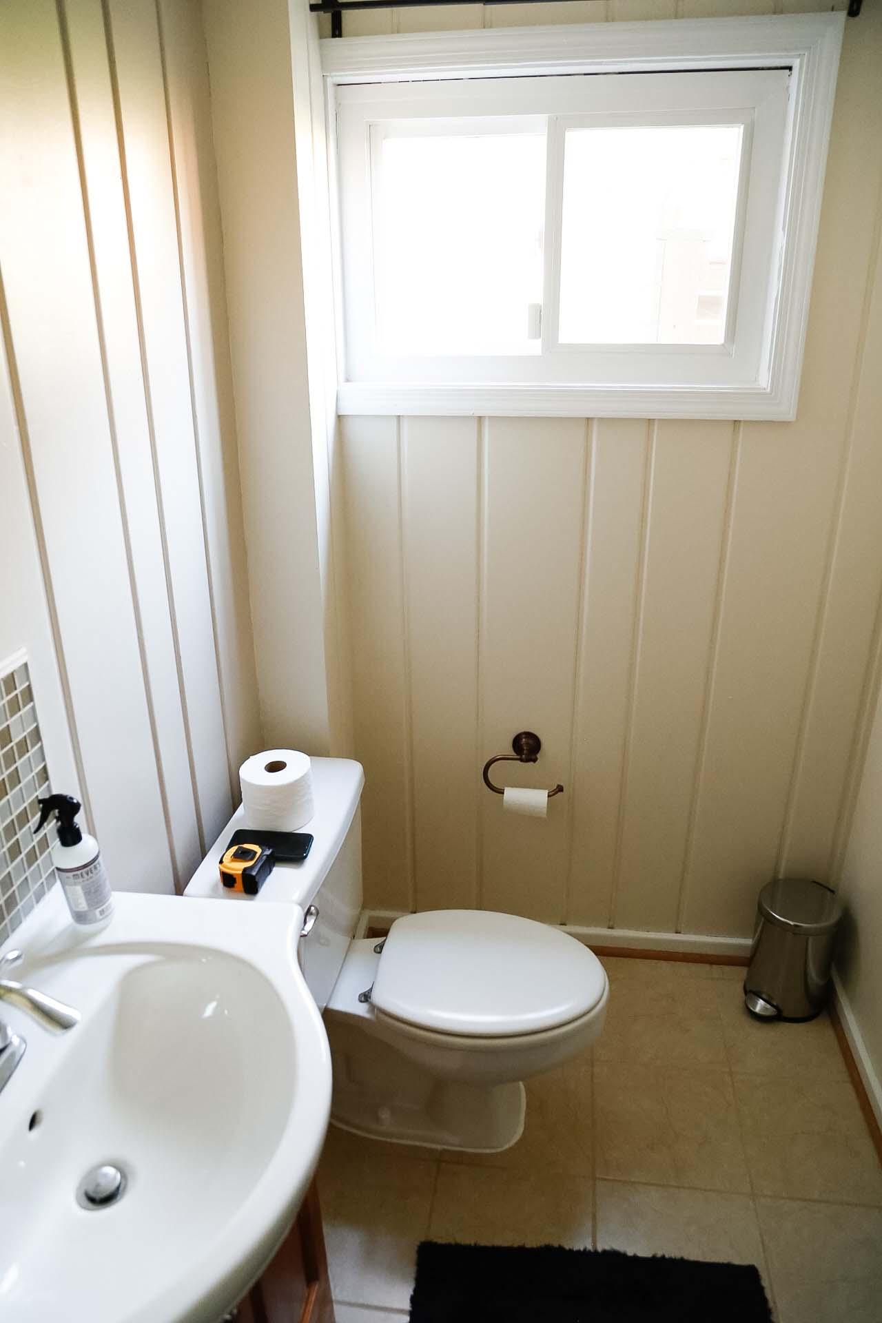 Bathroom knotty pine